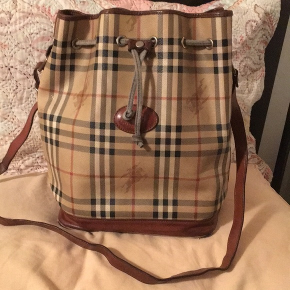9c88072a21c0 Burberrys vintage bucket bag